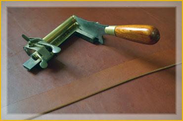 Couteau mécanique du sellier